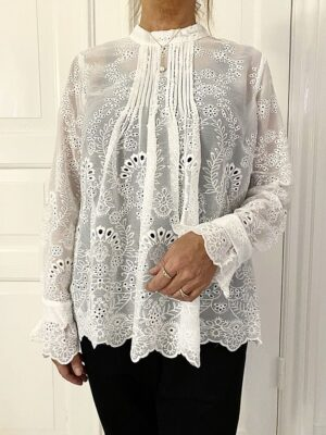 Notable Lace Bluse