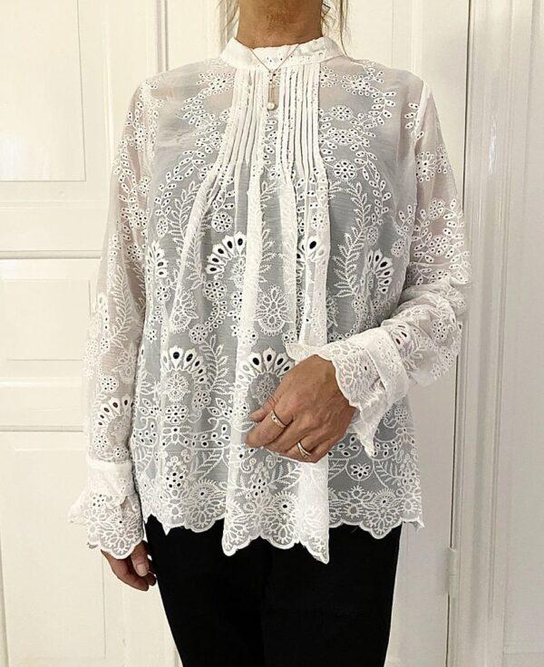 Notable Lace Bluse